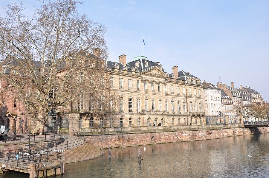 Dating Girl Strasbourg. Evalua? i site- ul de intalniri de intalnire