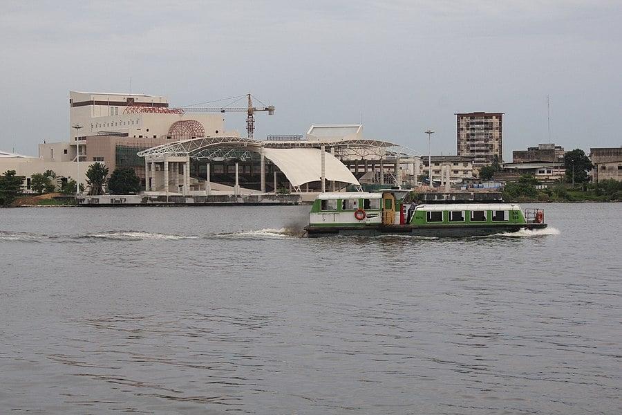 Dating femeie in varsta Abidjan)