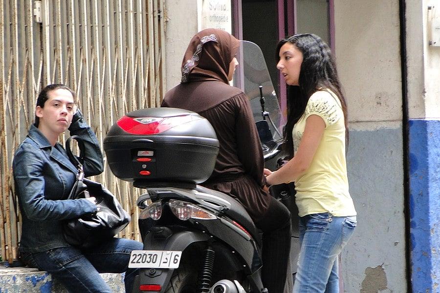 Dating Girl in Marrakech)